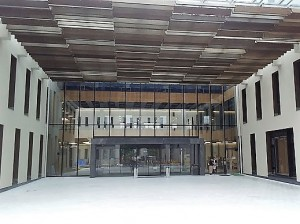 ▲長野県立大学の新校舎のエントランス